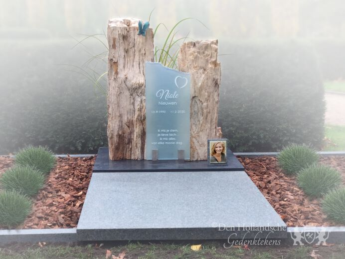 Dubbel grafmonument versteend hout foto 1
