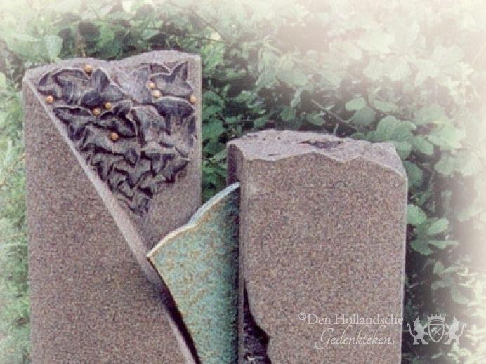 Grafmonument in natuursteen met brons den hollandsche gedenktekens