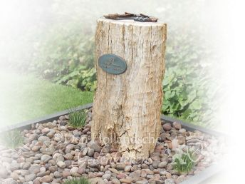 Grafmonument versteend hout boomstam