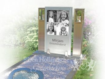 kindermonument-foto-collage-op-glas-tussen-rvs-graflantaarns.jpg