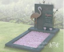 Kindermonument met flamingo van RVS foto 1
