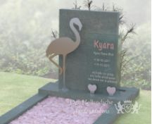 Kindermonument met flamingo van RVS foto 2