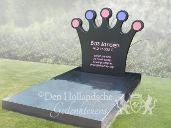 Kindermonument met kroon
