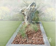 Versteend hout grafmonument foto 2